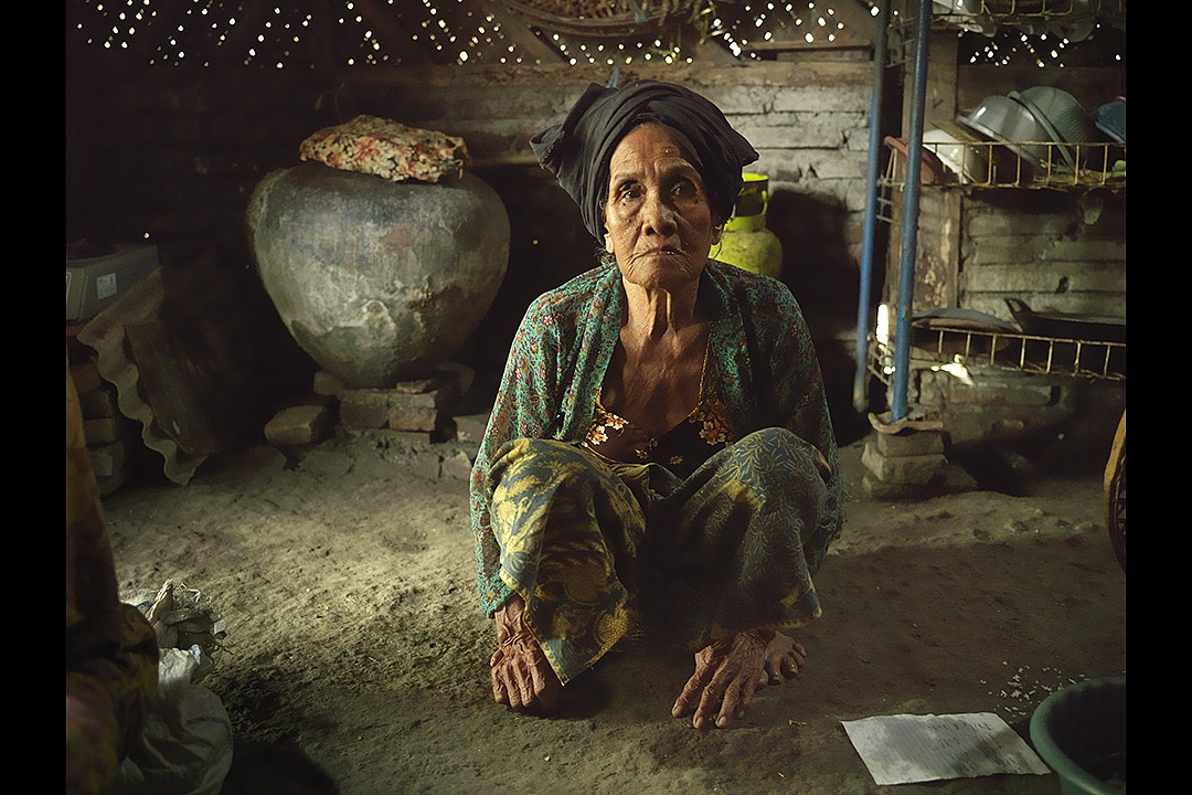 Ibu Lasmi binti Kasilan, born 16 September 1921:`I was at home the day the Dutch soldiers came. Around sunrise my husband Wasa was shot from behind in his neck. I was seven months pregnant when he died. Because I had been carrying bodies I had a miscarriage. There was no medical aid.`