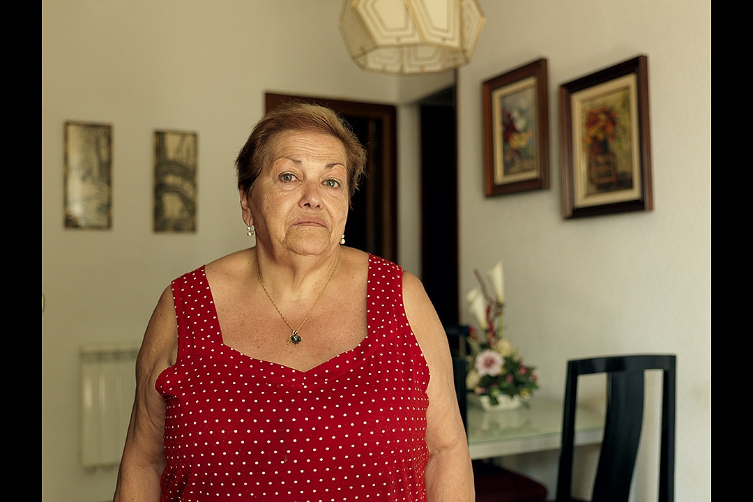 After deduction of her monthly fixed costs, Señora Vicencia has got € 272,00 left for buying food, clothes, and other expenses.