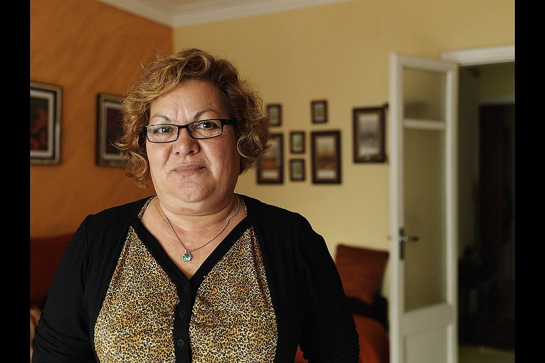 Señora Margarita (59) receives a monthly widows` pension of   € 510,00. After deduction of her fixed costs she has got € 285,00 left each month. Her daughter pays the rent of their shared apartment, her son takes care of her telephone bills.